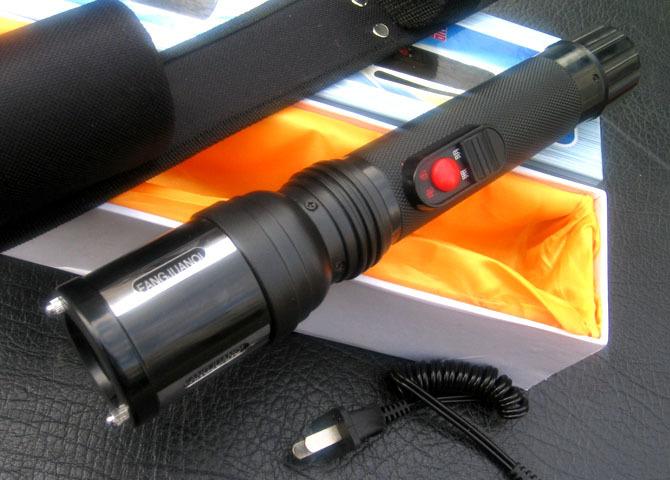 女性自卫电击棒的使用和注意事项