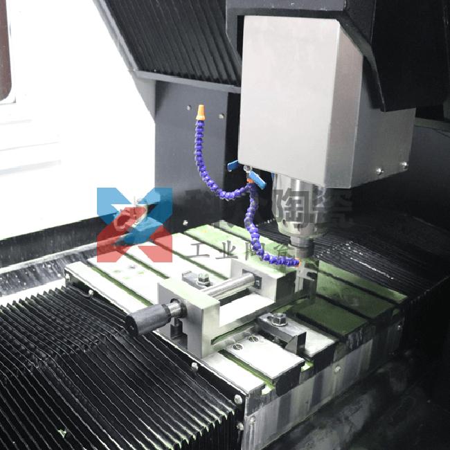 精密陶瓷注塑成型机