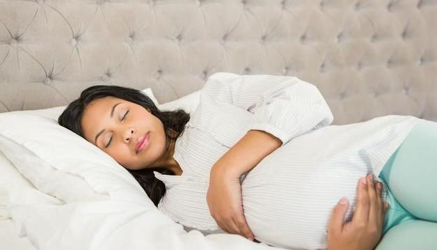 孕妈在孕期的四种动作容易导致胎儿缺氧,请注意!