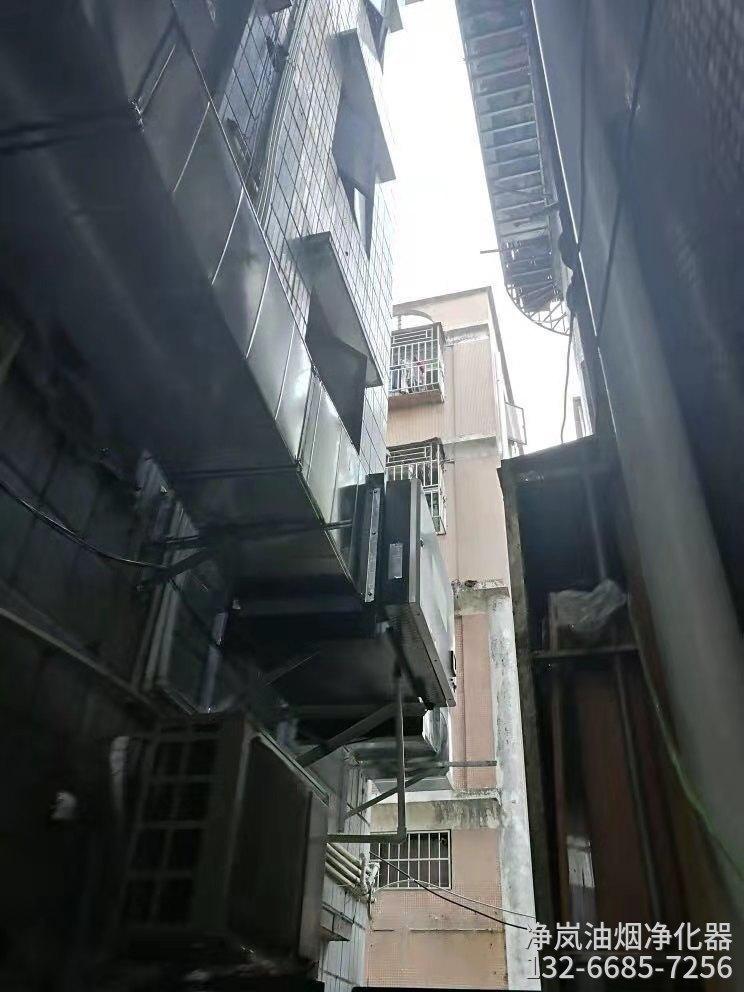 山东青岛这些年青岛本帮菜·6000风量油烟净化器安装工程