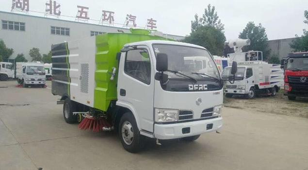 东风福瑞卡5.5吨洗扫车