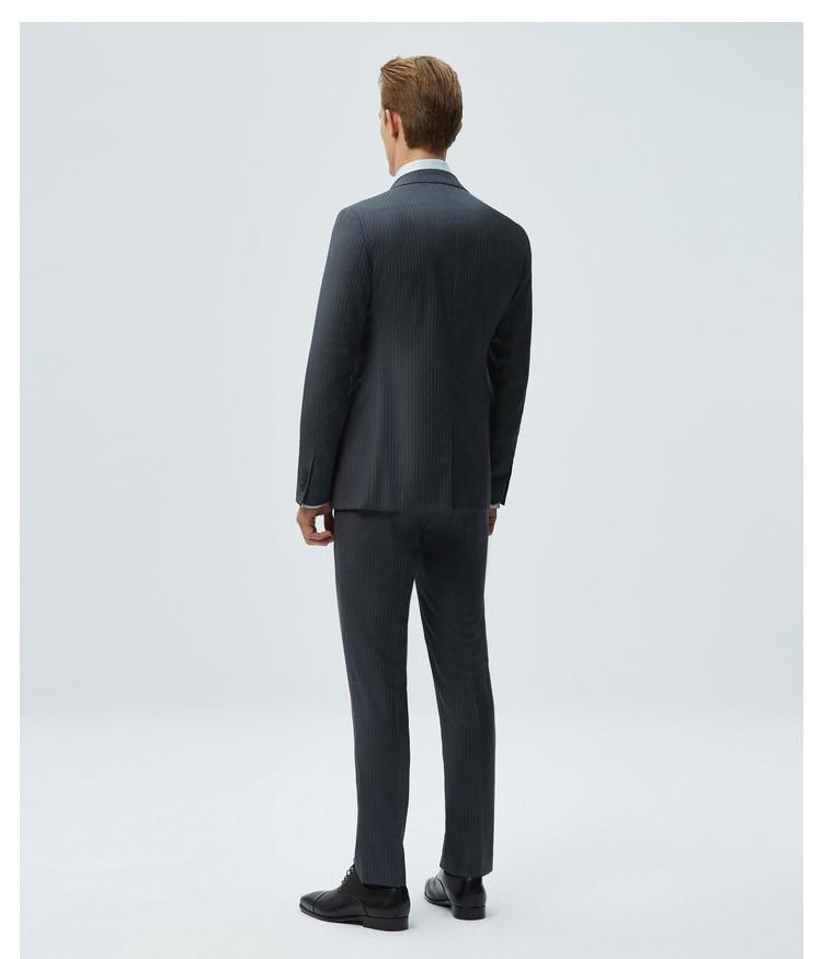 男士灰色条纹商务西服背面图