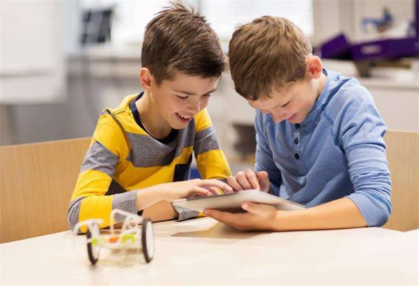 越来越多的学校把目光投向人工智能,少儿编程教育有什么好处?