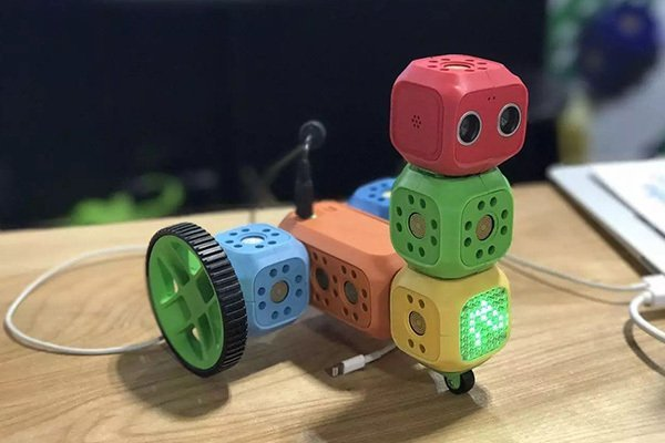 奇咔咔南昌机器人加盟优质好品牌。