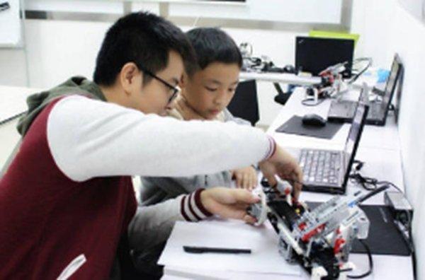 问:小孩子能学会机器人编程吗?