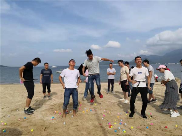 沙滩趣味运动会_沙滩游戏抖球