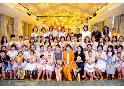 【成长】国际名模赵娟站台亲亲袋鼠万场沙龙会--蚌埠站