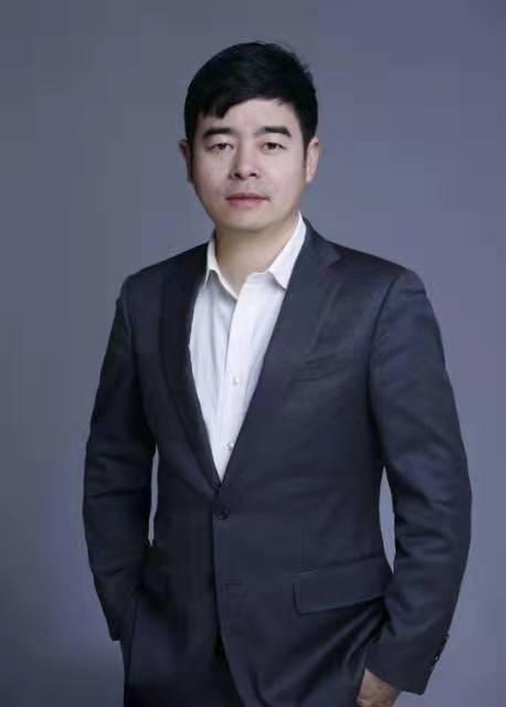 杜俞江律师全身照