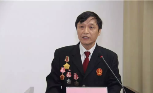 赵志刚身穿法院制服