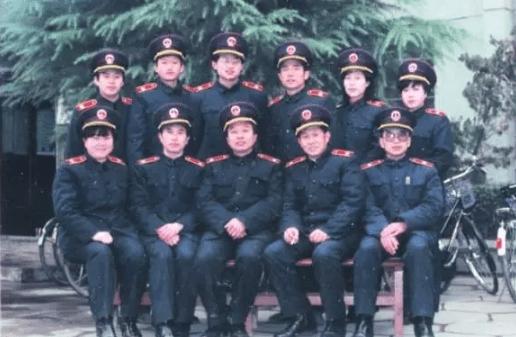 95款法官制服