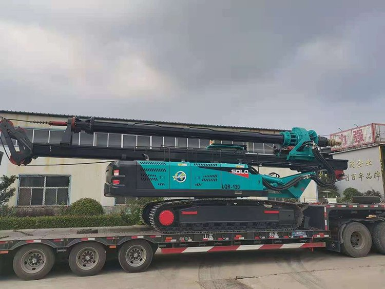 Transport picture of machine lock rotary drilling rig