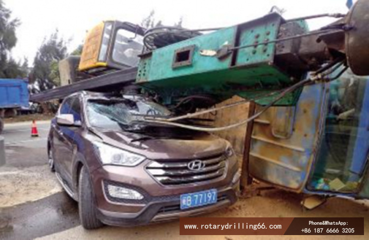Rotary drilling rig transport rollover accident picture