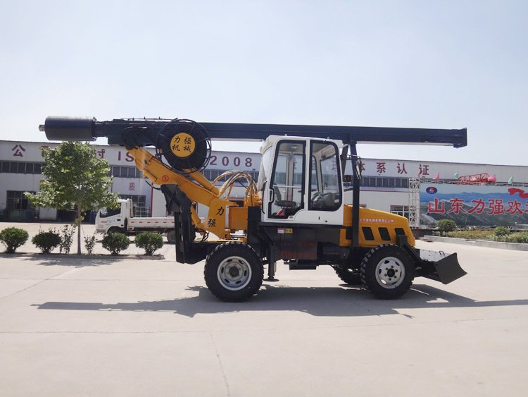 180 degree wheeled rotary drilling rig picture