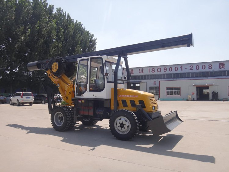 Picture of small wheeled rotary drilling rig