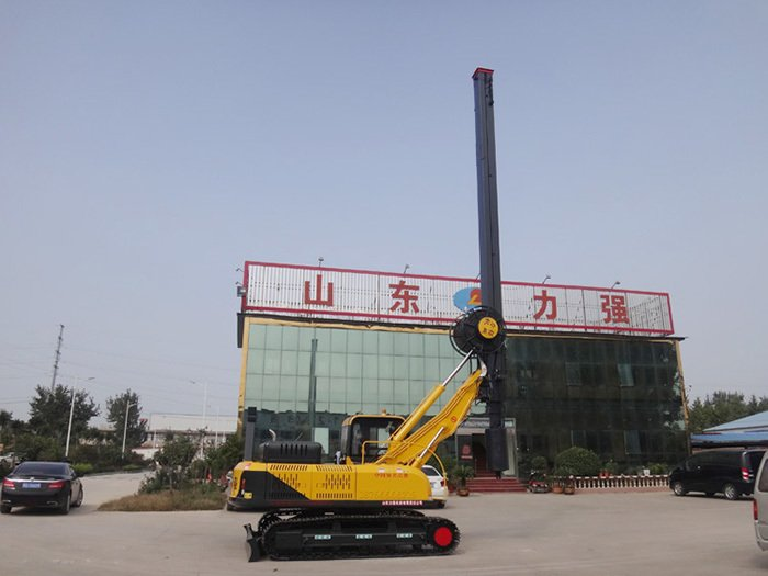 Small rotary drilling rig using crawler chassis as traveling device