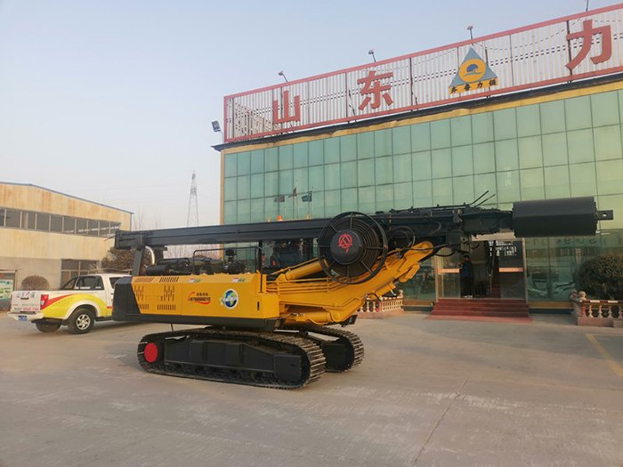 Picture of tracked pile drilling machine