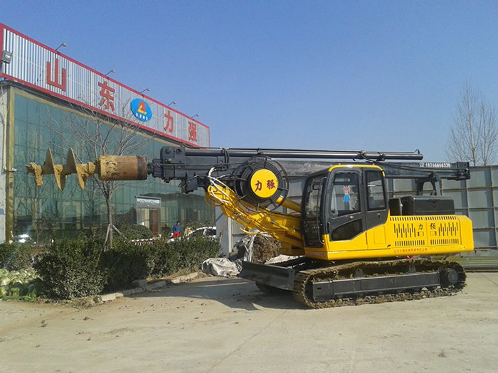 Picture of a flexible small rotary drilling rig