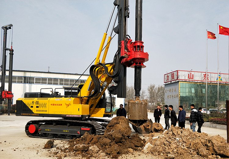 Picture of small crawler lock rotary drilling rig