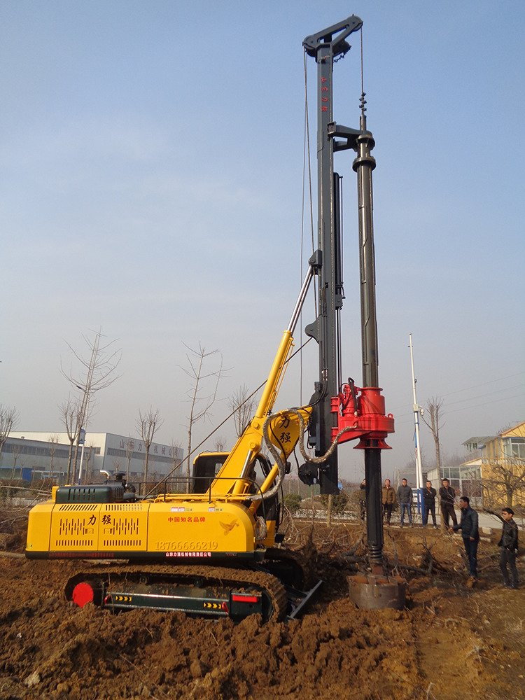Picture of hydraulic rotary drilling rig