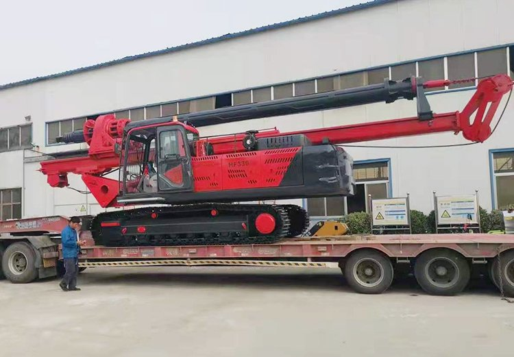 Picture of small rotary drilling rig with a drilling depth of 25 meters