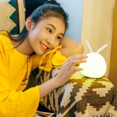 女友礼物:创意萌兔硅胶柔和小夜灯