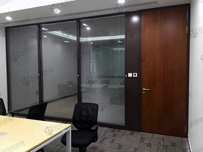 成都办公室玻璃隔断安装安全性介绍