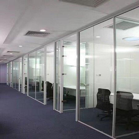 成都写字楼隔断,商场钢化玻璃隔断,成品办公室玻璃隔断案例