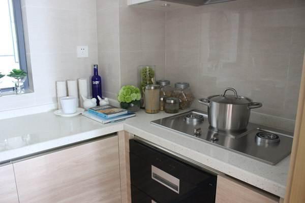 厨房墙面不锈钢还是玻璃