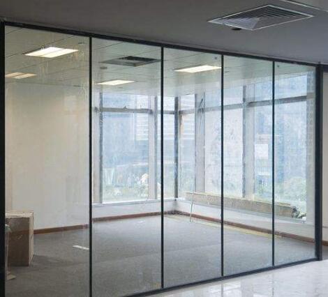 天津玻璃隔断厂家出现裂痕的原因
