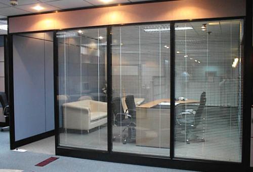成都办公高隔间装修就找成都大名玻璃隔断
