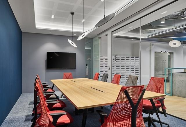 成都办公室玻璃隔断装修设计就找成都大名装饰高隔间