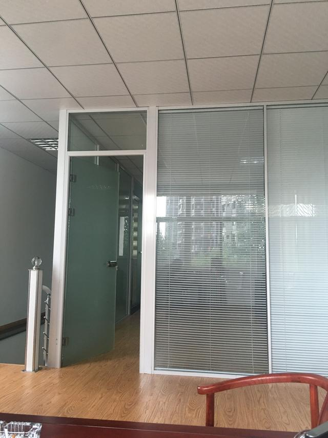 成都办公室玻璃隔断安装认准成都大名装饰高隔间