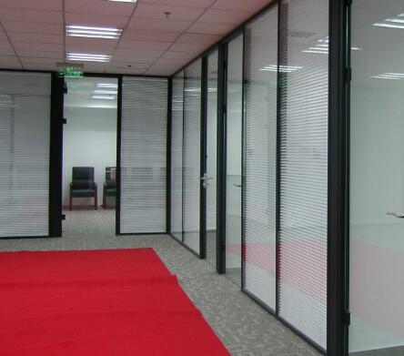 办公百叶玻璃隔断装修的定位