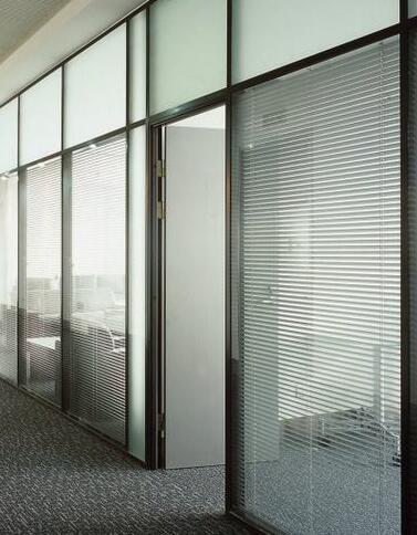 北京玻璃隔断厂家安装玻璃隔断门的技巧