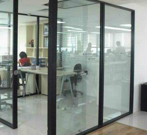 玻璃隔断安装对环境的要求