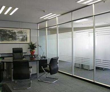 办公室玻璃隔断也能打造高逼格效果