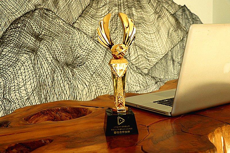 逗点科技荣获2017年度play lounge最佳合作伙伴