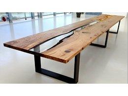 定格美丽:艺术家打造树脂与木家具