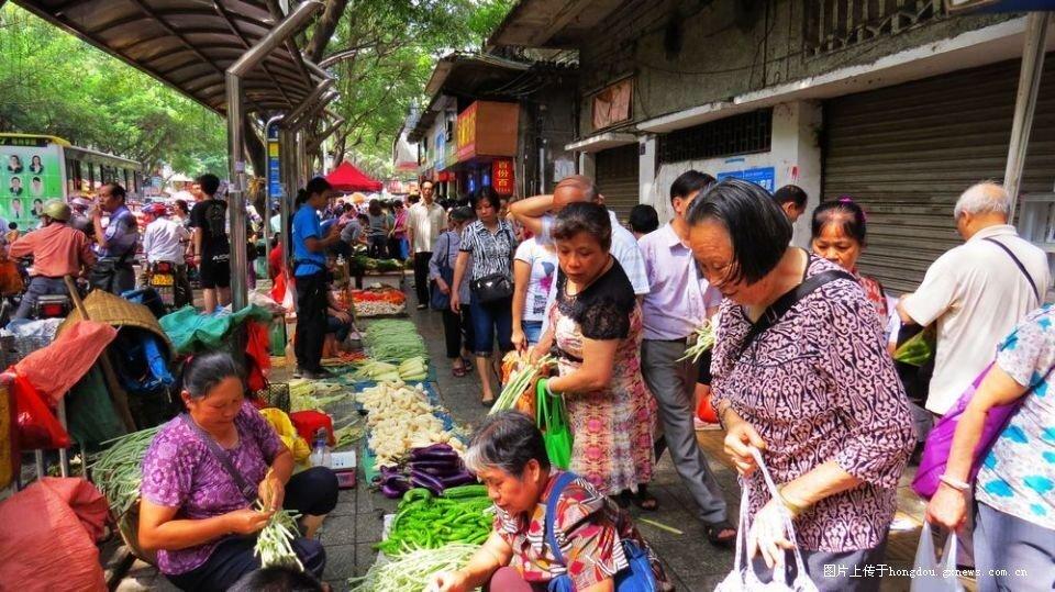 """方寸之内,万物包容""""--以泰州为例探索城市地摊经济和基层的融合情况"""