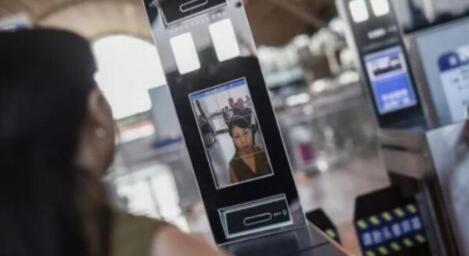 人臉識別閘機識別速度由優質人臉識別一體決定的