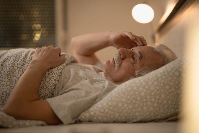 老年人睡得少正常吗