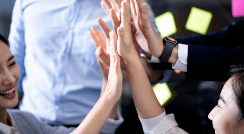 红鹰工作手机帮助企业解决员工难题