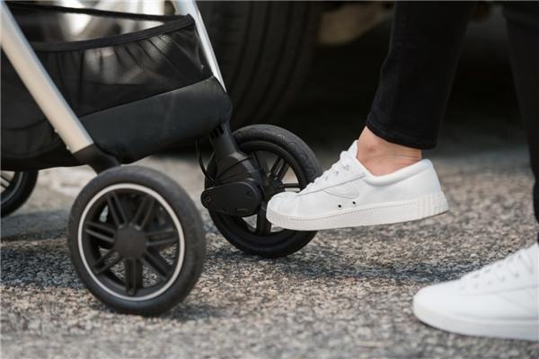 婴儿推车什么牌子好,明星同款再启新风潮