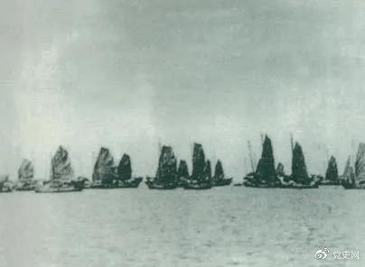 1950年4月16日,人民解放军发起大规模渡海战役,强渡琼州海峡。5月1日,海南全岛解放。