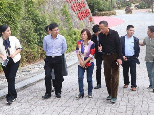 中共湘潭市委宣传部张文红副部长率团莅临我校调研指导
