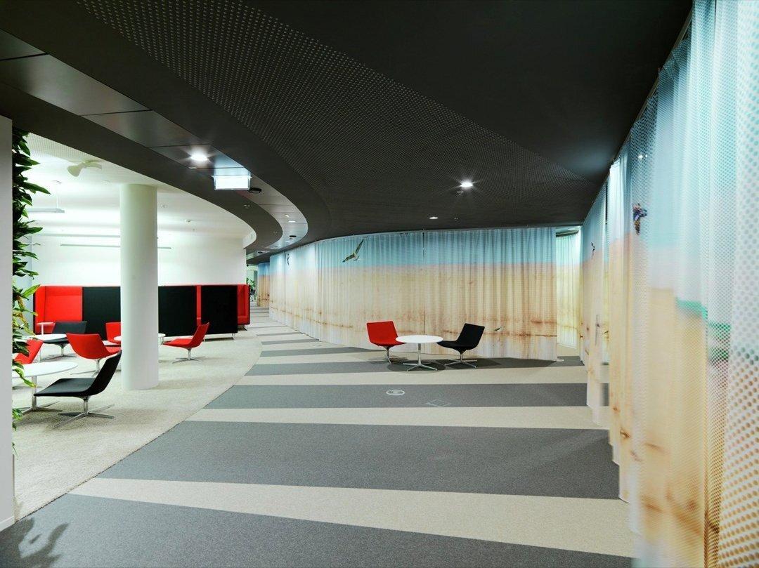 上海办公空间装修的家具怎么搭配比较好?