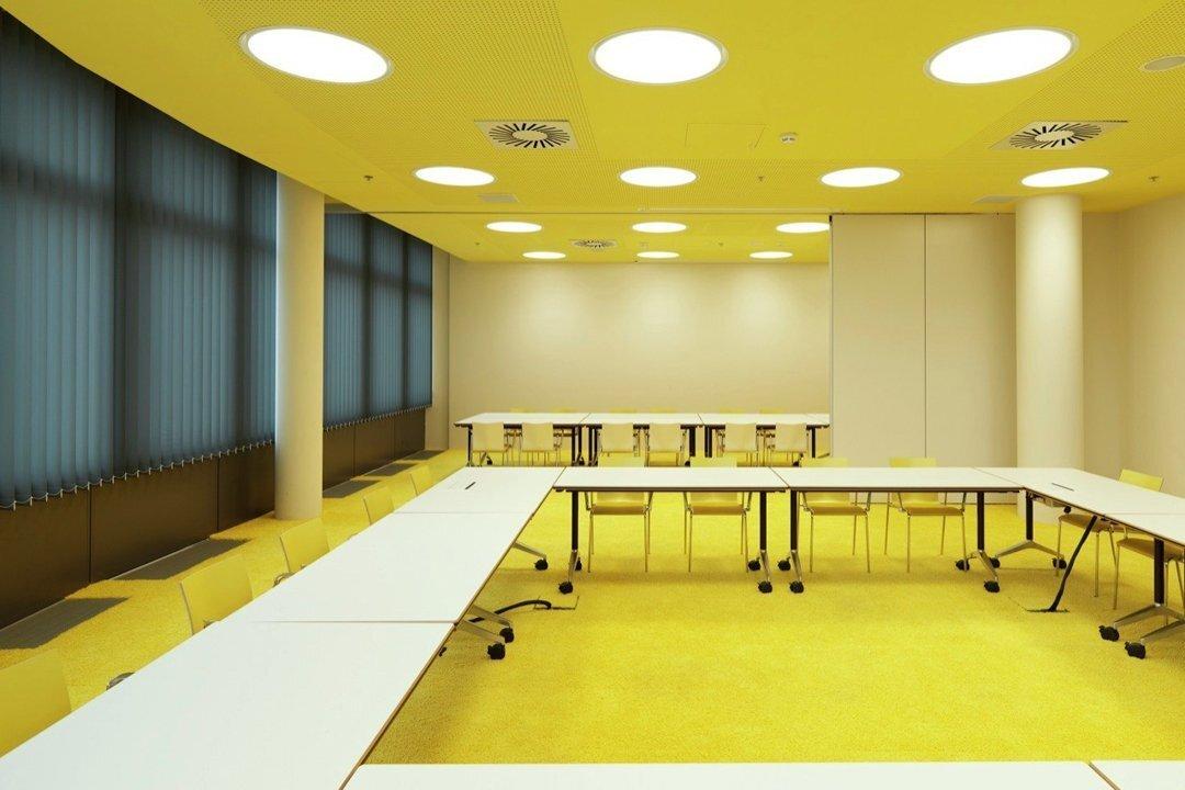 上海办公空间装修PVC地板对地面的要求