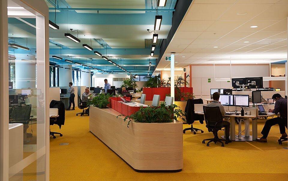 上海办公空间装修使用电动窗帘