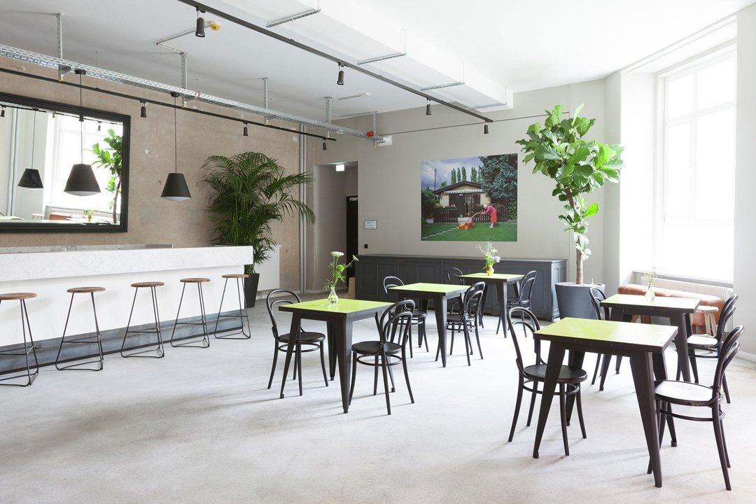 上海办公空间装修刷乳胶漆需要注意些什么?