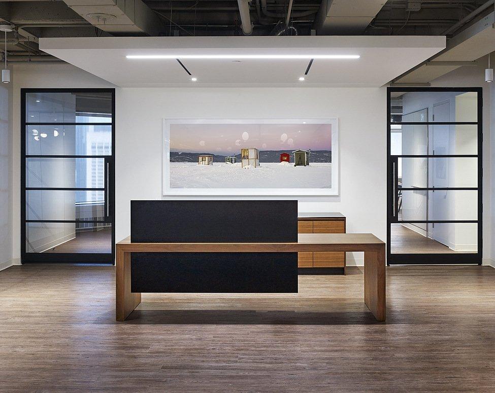 上海办公空间装修的科技感灯光设计